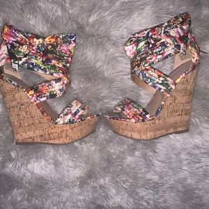 Floral bow wedge sandals
